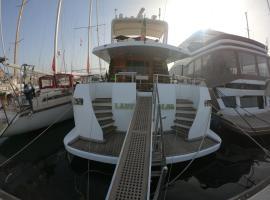 Lady Alba Boat and Breakfast