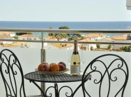 Comfortable beach apartment with charming sea view, apartment in Blanes