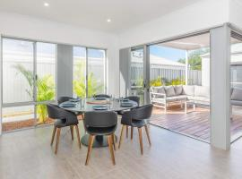 Karrinyup Waters Luxury House Rental, budget hotel in Perth
