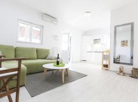 Apartments by the sea Seget Vranjica (Trogir) - 1037