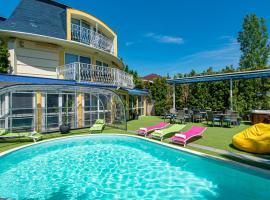 Hotel Clariss, готель у місті Балатональмаді