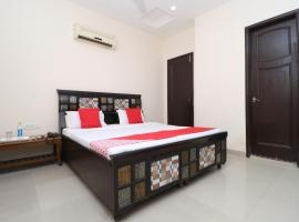 OYO 28163 B4 Guest House