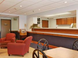 Super 8 by Wyndham Manchester Airport, hotel near State Park, Manchester