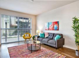 Colorful 1br Near Tropicana Field w/ Parking + Gym