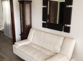 Mini-apartment - AC! Great location! 10min from border