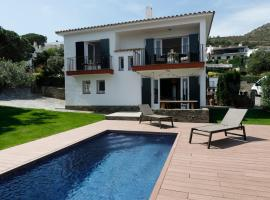 Ideal house for families with pool