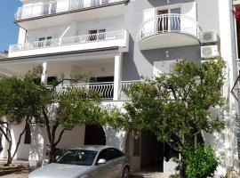 Apartmani Jolanda, room in Podgora
