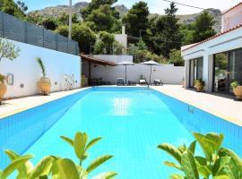Villa PALAZZO DEL MARE with pool near the sea.