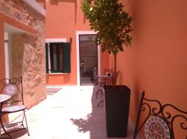 Antica Canea Luxury Rooms, hotel with pools in Chania Town