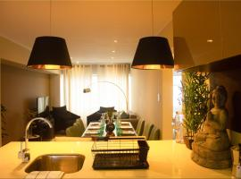 Designer Urban Apartment - Miraflores Center w/ parking, hotel with jacuzzis in Lima
