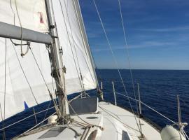 Lord of sea, voilier à quai de 9m à Porquerolles
