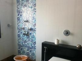 2 BR Guest Rooms MallRoad