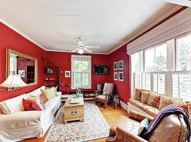 New Listing! Charming Apartment By The Beach Apts