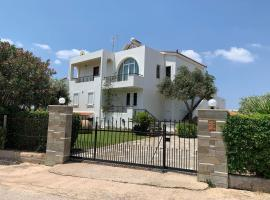Refurbished house with garden 250m from the beach