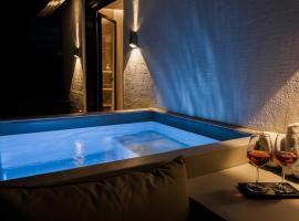 *** Boutique Syntagma apartment w/ plunge pool ***