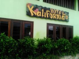 Hotel Kalifornia, hotel near Alcohol Footbridge, Porto Seguro
