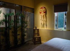 Alex's Authentic & Cozy Vietnamese Townhouse
