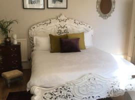 Queen's Suite, self catering accommodation in Edinburgh