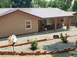 Grizzly Roadhouse Bed and Breakfast, self catering accommodation in Cortez