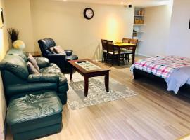 Pleasant Little Stay, hotel near Olympic View Golf Course, Victoria