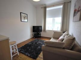 Bright and Cosy West End Apartment