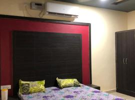 Golden Palace, guest house in Mathura