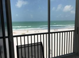 Full beachfront. Gulf view,Sunsets,Pool,Chairs