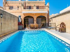 Lighthouse Holiday Farmhouse with Private Pool + Views, villa in San Lawrenz