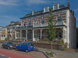 Vintage beach house (90m2) with large veranda & parking, appartement in Zandvoort