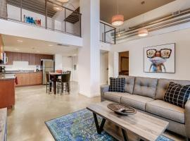 3BR/1BA Stunner in Center Of Gaslamp!