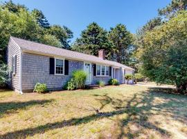The Grey-Shingled Ranch, holiday home in West Yarmouth