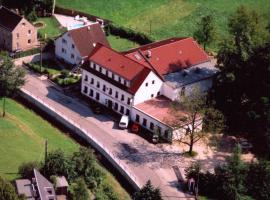 Landhotel Goldener Löwe mit Pension Am Taurastein, Hotel in der Nähe von: Stadthalle Limbach-Oberfrohna, Burgstaedt