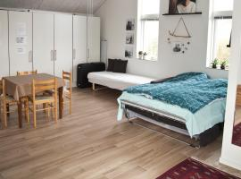 New built warm and cosy photostudio - own bath, toilet and entrance - Legoland is close by