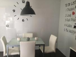 Acogedor apartamento en el centro con parking, pet-friendly hotel in Valencia