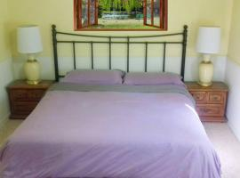 Deluxe King Suite with shared gym,kitchen,lounge at peaceful South Hill