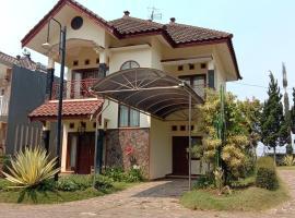 VILLA KUSUMA AGRO KOTA BATU, pet-friendly hotel in Batu