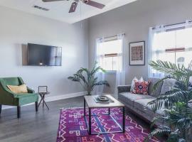 Luxury Suite + Pool + Free Wifi, apartment in San Antonio
