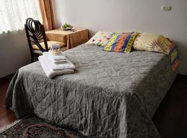 Movistar Arena Gladys' Family Accommodation, habitación en casa particular en Bogotá