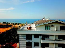 C1B23 شقة دوبلكس عائلية بتراس مطل على البحر والطبيعة في موقع سياحي مميز
