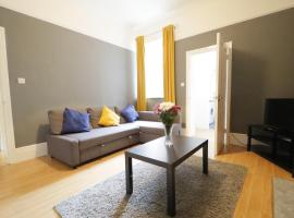 MODERN CITY STAY CLOSE To ROKER BEACH, AMENITIES AND TRAVEL LINKS ALL AROUND, hotel in Sunderland