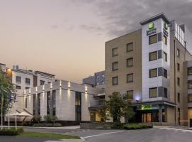 Holiday Inn Express Dublin-Airport, отель в городе Сантри