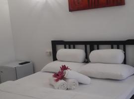 Hotel Refresh Blue, hotel in Hikkaduwa
