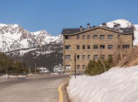 Pierre & Vacances Andorra Sunari Peretol, hotel near Pla de les Pedres Soldeu, Bordes d´Envalira