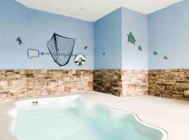 Modern Smoky Mountain Cabin w/ pool & hot tub