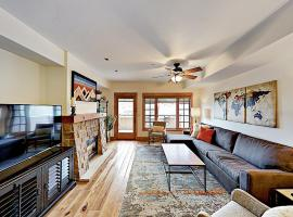 Downtown Gem 2Br/2.5Ba Overlooking The Yampa River Condo