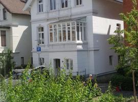 Großzügige,98m2 grosse Wohnung in stadtnaher Traumlage, nur 200m zum Stadtpark, Unterkunft zur Selbstverpflegung in Oldenburg
