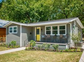 Walk to the Silos! 3 Bed 1960's Bungalow near Baylor