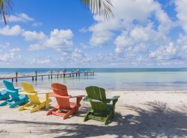 Nautilus Getaway 3bed/3bath with private pool, outdoor kitchen, tiki hut, dockage & community beach