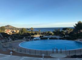 CAP ESTEREL PIERRE & VACANCES T2 Vue mer panoramique, spa hotel in Saint-Raphaël
