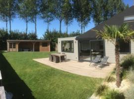 Holiday cottage with sauna in Zeeland, holiday home in Stavenisse